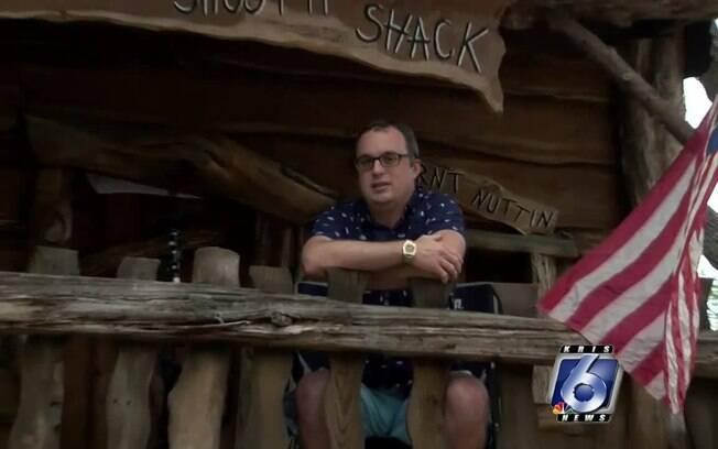 Jason Barnes já vive na casa improvisada há três semanas, no Texas, Estados Unidos, para evitar contaminação da família por Covid-19