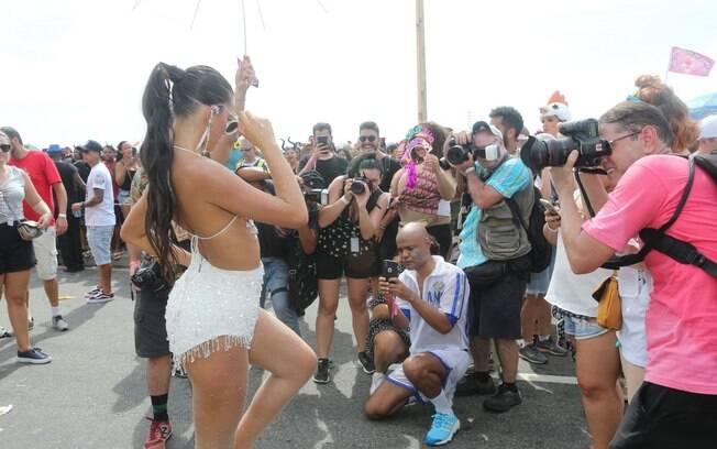 Bruna Marquezine roubou todas as atenções no Bloco da Favorita