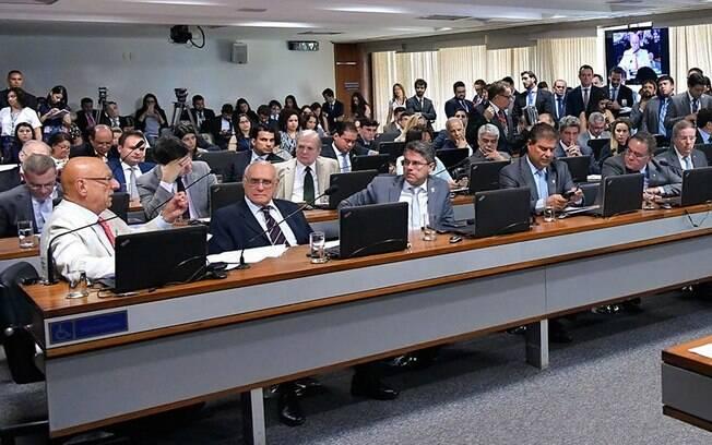 CCJ do Senado aprova mudanças na PEC do Orçamento