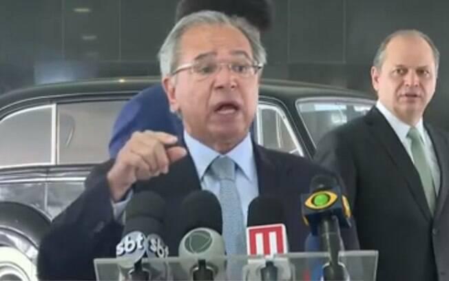 Equipe de Paulo Guedes pensa em acabar com desconto da declaração simplificada do Imposto de Renda
