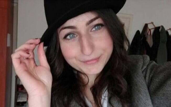 Silvia em um dos cliques que divulgou para compartilhar o texto que viralizou entre mulheres com nariz grande