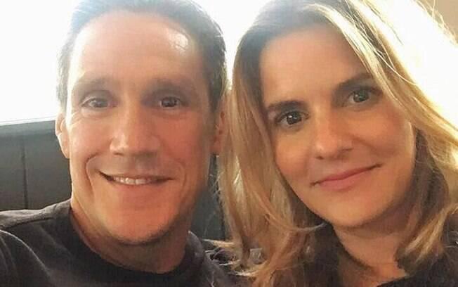 Lina e Michael se conheceram com a ajuda da tecnologia, mas, ao contrário da maioria das pessoas que se encontram dessa forma, o casal não utilizava apps de relacionamento e tudo ocorreu após uma mensagem enviada por engano