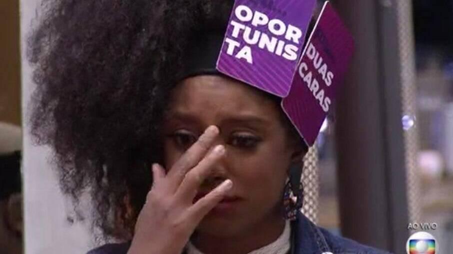Lumena chora durante o Jogo da Discórdia