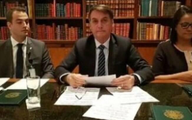 Presidente Jair Bolsonaro em sua live semanal no Facebook