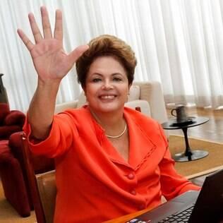 Dilma mandou um high five para os internautas, durante bate-papo que discutiu o Marco Civil da Internet