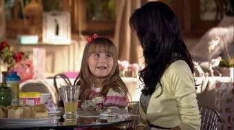 Júlia pede que Ana vá buscá-la na escola