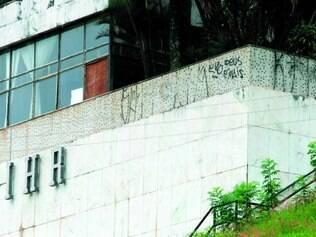 Situação. Prédio onde Hospital Oncomed BH pretende se instalar tem sido alvo de vandalismo