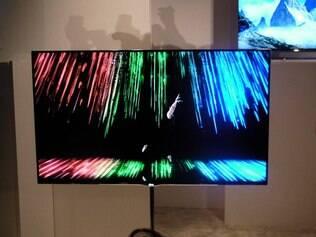 TV OLED de 55 polegadas possui 4 milímetros de espessura e pesa 7,5 quilos