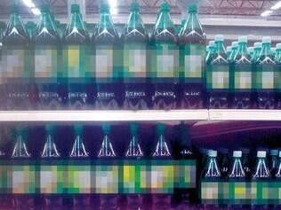Refrigerantes de 2 litros sem preço, e de 1 litro com preço