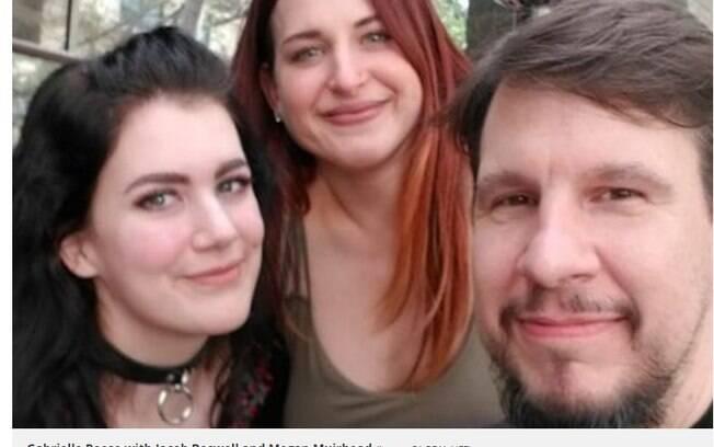 homem e duas mulheres