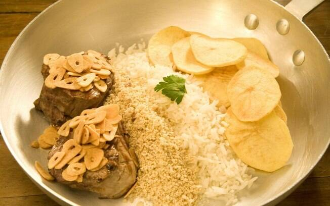 Oswaldo Aranha: o diplomata pedia que uma generosa camada de alho fosse derramada sobre a carne. A receita virou tradição carioca