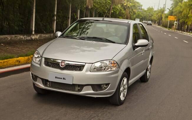 O Fiat Siena EL era a primeira geração do sedã, ainda vendida no Brasil como uma opção de entrada, da mesma forma que o Palio Fire.