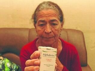 Glaucoma.  A aposentada Adélia Marques não consegue colírios