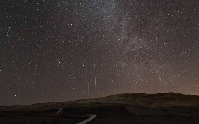 Ivan Hawick registrou a chuva de meteoros a partir das ilhas Shetland, Escócia. Como o céu estava completamente limpo, o ele pode ver oito meteoros por minuto. Foto: Ivan Hawick/ BBC