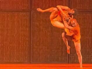 Cia de Dança Palácio das Artes traz o corpo afrodescendente que passeia entre o leve e o pesado