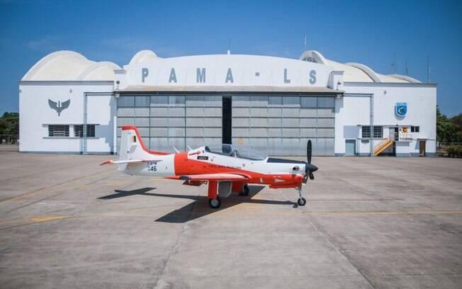 T-27 Tucano modernizado da FAB realiza voo de teste