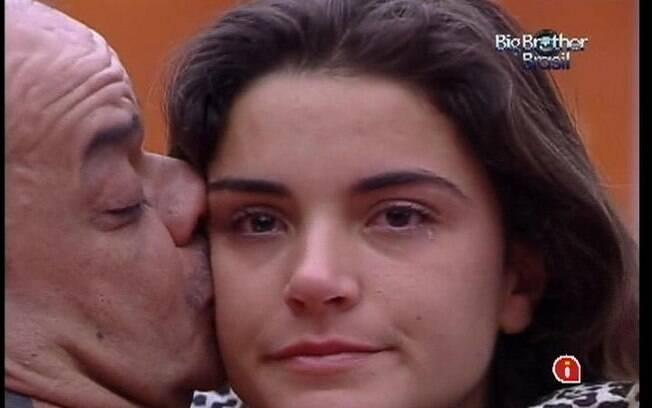 João Carvalho e Laisa trocam declarações