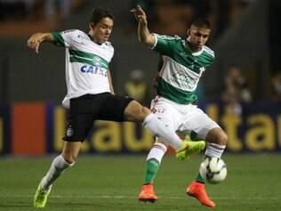 Zagueiro argentino elogiou e defendeu o trabalho do treinador compatriota
