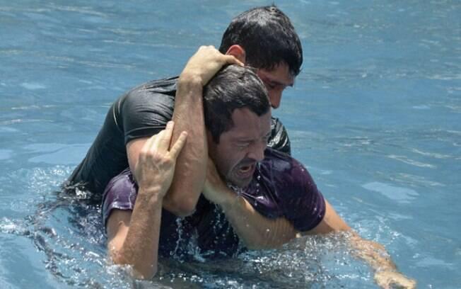 Briga de Quinzé e Wallace continua mesmo debaixo d'água