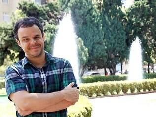 'Big Brother Brasil 15' terá mineiro bem polêmico: o poeta Adrilles Jorge, de 40 anos