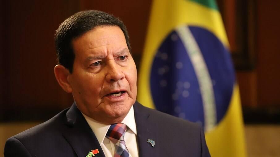 Vice-presidente Hamilton Mourão disse que o governo não deveria ter interrompido os pagamentos do auxílio emergencial
