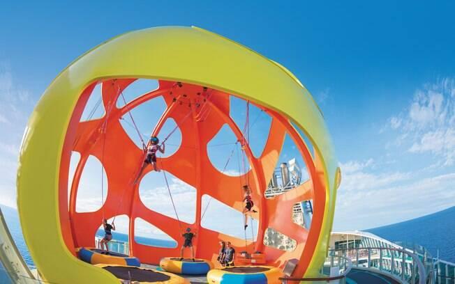 Quem quiser pular no trampolim nessa atração dos cruzeiros da Royal Caribbean sem os óculos pode