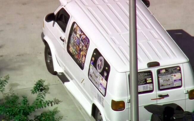 Um homem foi identificado como suspeito pelos pacotes-bomba; ele seria dono de van com mensagens pró-republicanas