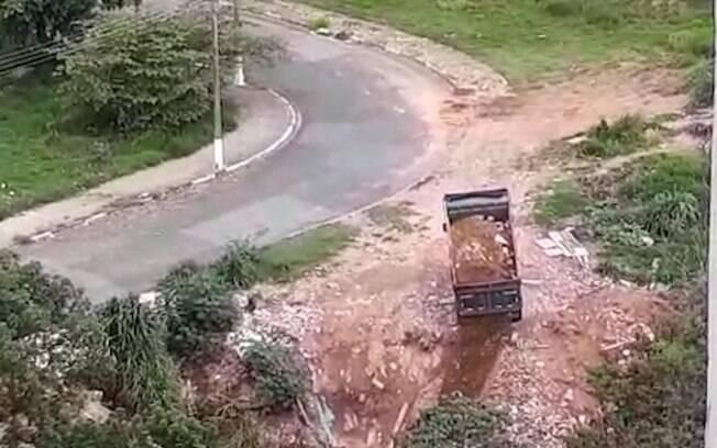Moradores flagram descarte irregular de lixo no Jardim von Zuben
