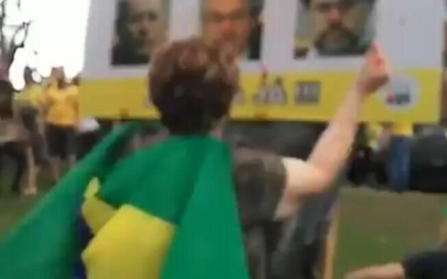 Manifestantes jogaram pedras em ministros do STF