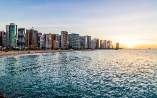 Em 12 de outubro, também vale a pena visitar Fortaleza, no Ceará, um destino praiano indicado para viagens em família