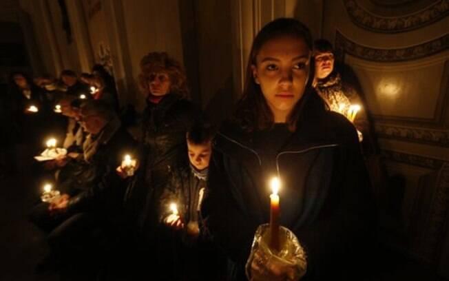Cristãos rezam no domingo de Páscoa na Lituânia
