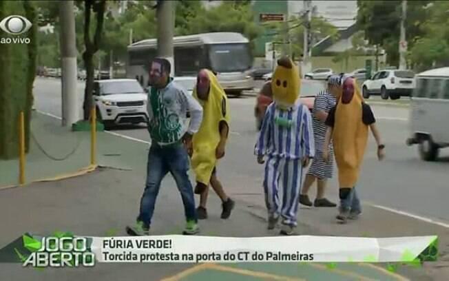 Torcedores do Palmeiras protestaram vestidos de Bananas de Pijamas