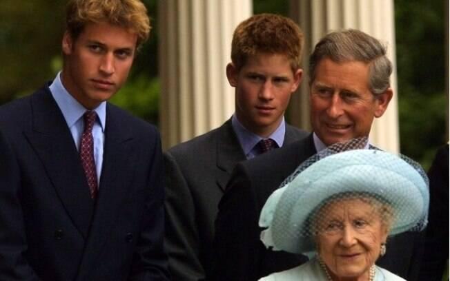 William e Harry já mais velhos, em foto nos anos 1990