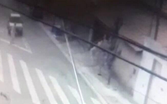 Vídeo: idosa é atropelada na faixa de pedestre em Campinas
