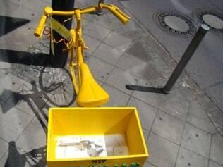 Brazilian box: caixa amarela tem produtos típicos do Brasil e alguns inusitados, como espremedor de limão