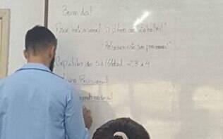 Professor pede demissão após piada sobre pneumonia de Bolsonaro