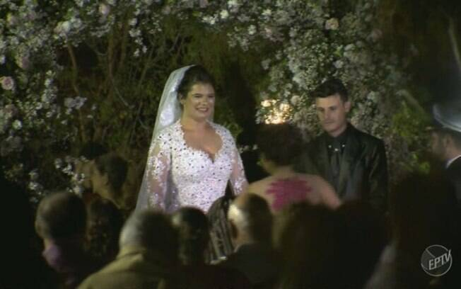 Após queda do helicóptero, casamento prosseguiu conforme combinado, de acordo com pedido dos próprios noivos