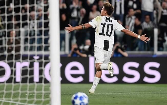 Dybala comemora gol do seu time; Juventus e Roma venceram na Liga dos Campeões