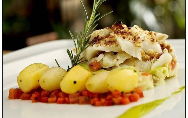 Na dúvida, sirva o bacalhau com batatas cozidas. Elas acompanham bem qualquer receita