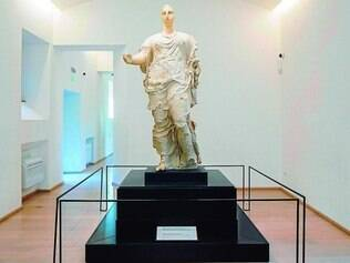Jornada.  Estátua de Perséfone foi encontrada na Sicília, levada ao Museu J. Paul Getty, na Califórnia, para finalmente retornar à Sicília