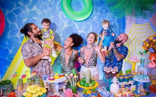Pool party infantil foi o tema escolhido por Sheron Menezzes e Maíra Charken para comemorar o aniversário dos filhos