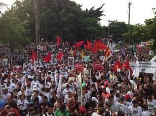 Professores da rede estadual de São Paulo estão em greve desde o último dia 13 de março