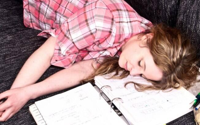 Um padrão irregular de sono faz com que a pessoa sinta sono nos momentos em que deveria estar alerta, afirma especialista