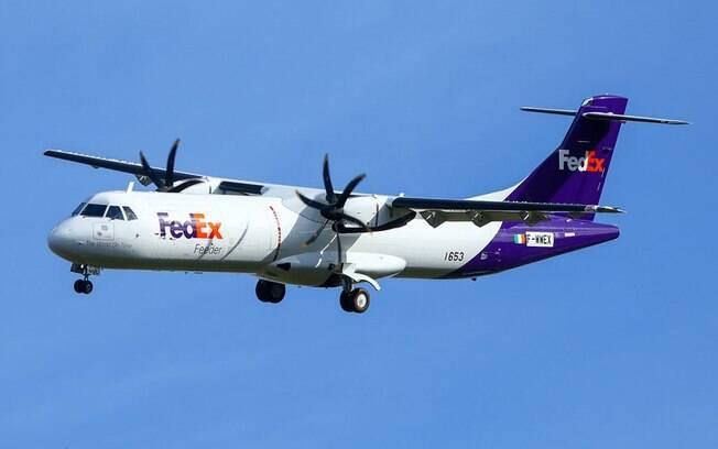 Primeiro ATR 72-600F é visto com as cores da FedEx