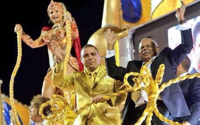 Ronaldo e seu pai, Nélio Nazário, no desfile da Gaviões