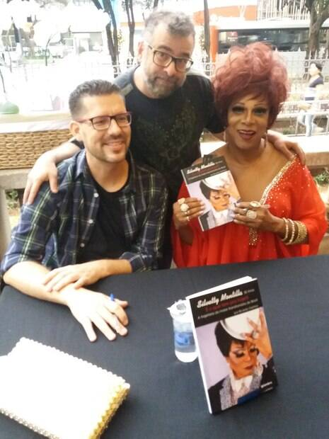 O autor Ricardo Gamba, André Pomba e Silvetty Montilla no lançamento de seu livro