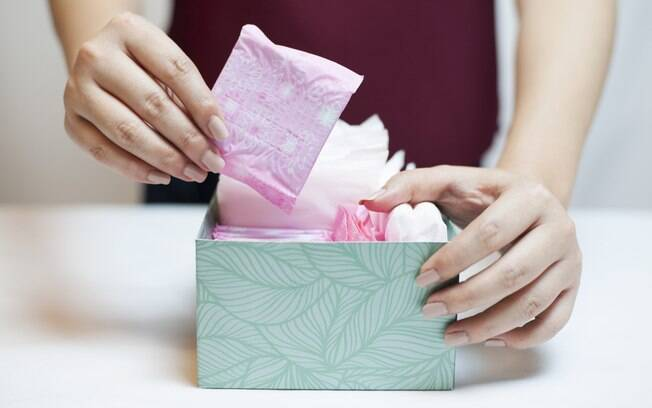 Protetores diários, desodorantes e até os lencinhos umedecidos  podem ser prejudiciais por tirar a proteção natural