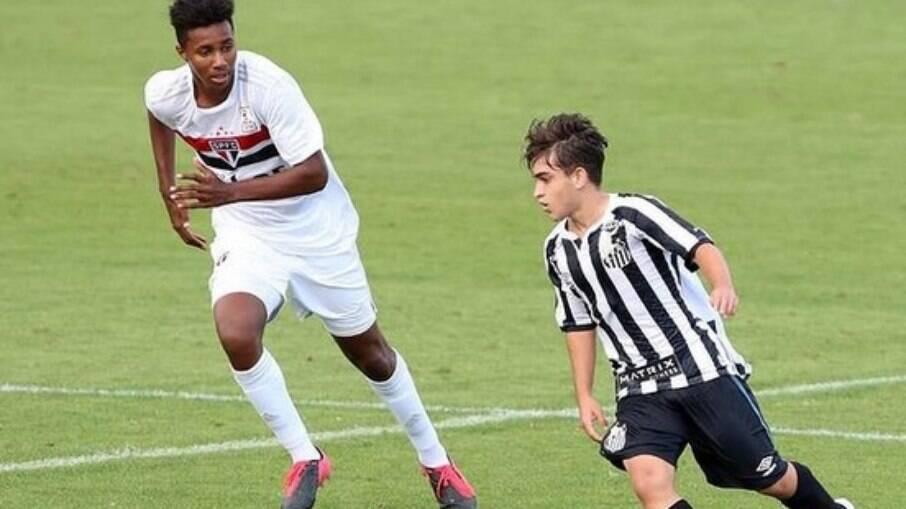 Matheus Lima em ação pelo Santos, contra o São Paulo