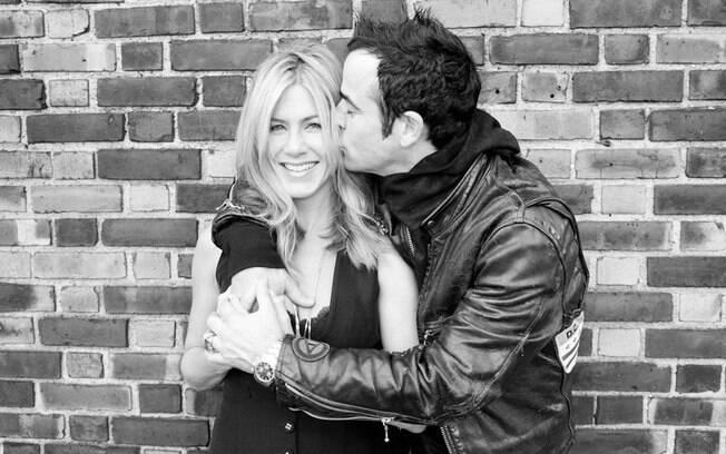 Jennifer Aniston aceita pedido de casamento do namorado Justin Theroux