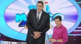 Homem mais alto do Brasil consegue